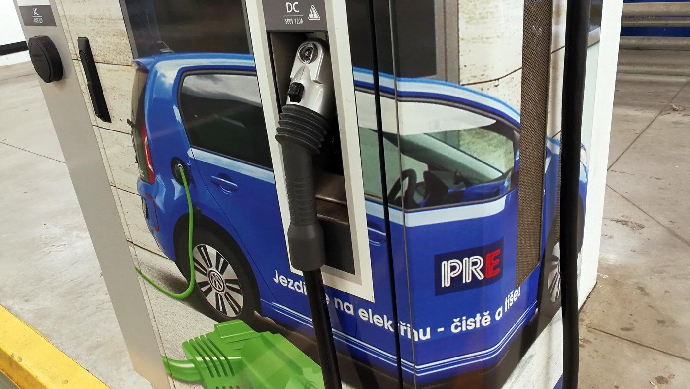 Síť dobíjecích stanic pro elektromobily se v Praze rozrůstá