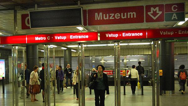 Mobilní signál v pražském metru? Snad již příští rok