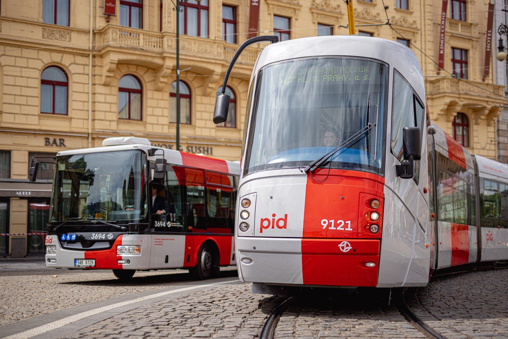 😡 Proč se vedení Prahy odmítá bavit o drahém a zbytečném přelakování MHD?