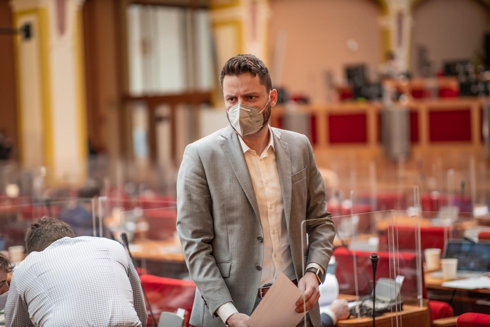 Zelená, ale chudá Praha: klimatický plán cílí na peněženky Pražanů, to nejdůležitější v něm však chybí! 👎