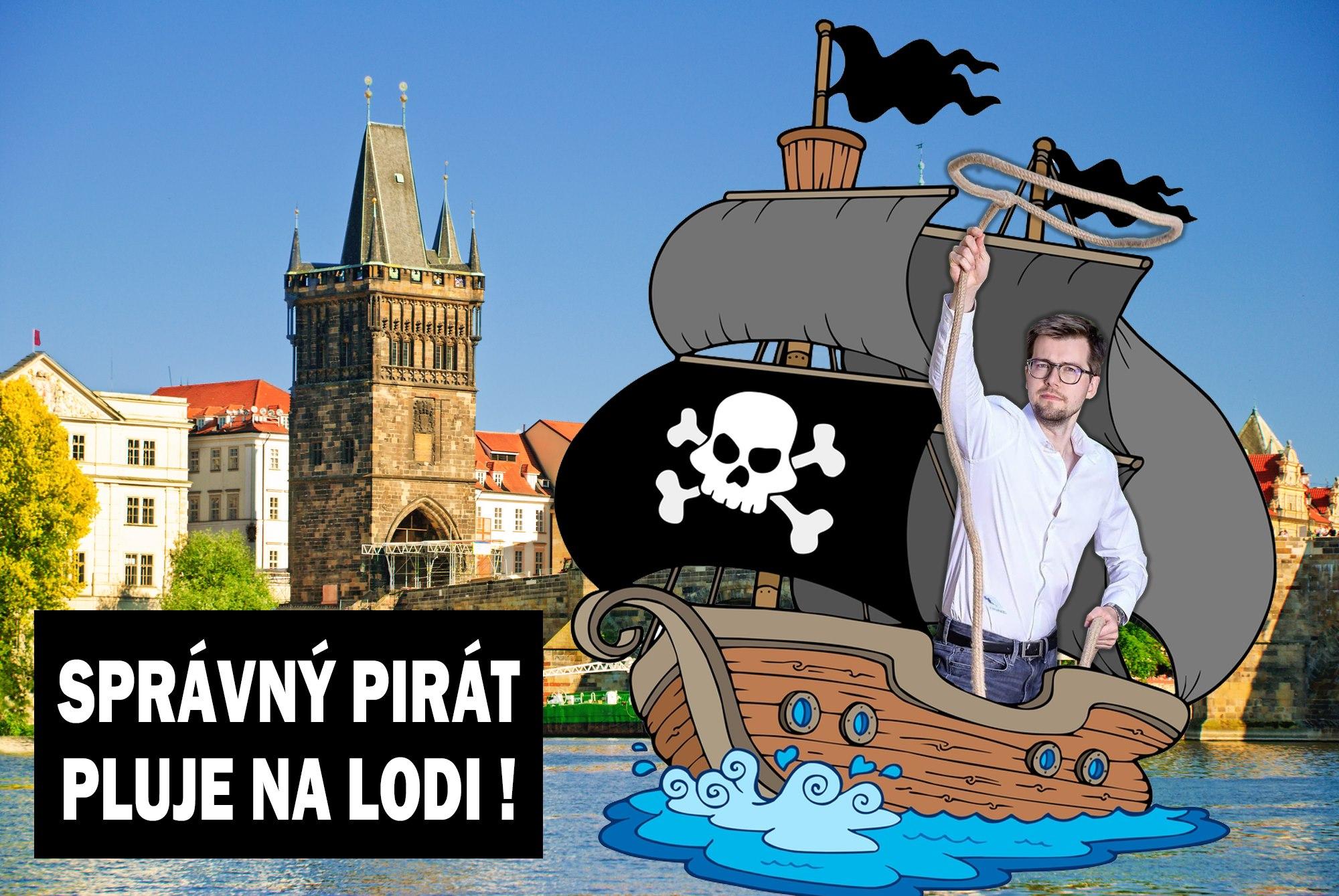 Správný Pirát pluje na lodi!